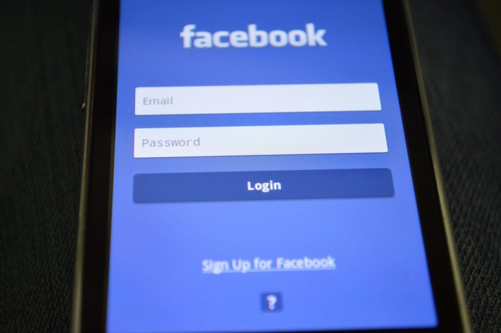 Facebook Security - 2 steps verification with an authentication app